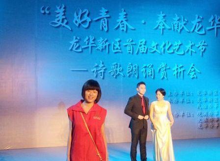 龙华新区文化艺术节上的义工倩影